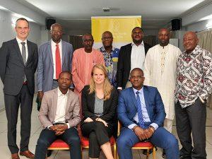 Comité d'experts pour l'Afrique de l'Ouest et du Centre. Assis: M. Kodjo Agbegnido, CORAF / WECARD, Sanne Helderman, Access to Seeds Index; M. Yacouba Diallo, consultant régional Access to Seeds Index. Debout: Ido Verhagen, Access to Seeds Index; M.Amadou Moctar Beye, Africa Rice; M. Ousmane Ndiaye, ASPRODEB / ROPPA; M. Kouamé Mezzian, AfricaSeeds; M. Adigun Stephen Oludapo, SEEDAN; M. Folarin Okelola, WAAPP; M. Issoufou Kapran, AGRA.
